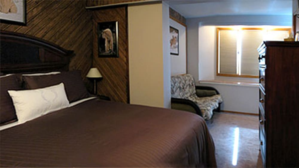 Castle on the Mountain - Bed & Breakfast and Cottage Accomodations Vernon BC - The Bailey Room ORG